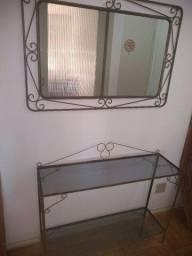 Aparador com espelho de ferro