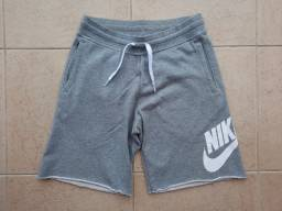 Bermuda Nike AW77 Alumni Cinza c/ Logo Branco 100% Alg., Tam. M, Semi-nova, Pouco Usada!
