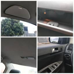 VW Polo Sedan Comfortline 12/13