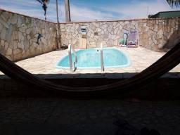 Título do anúncio: Alugo casa com piscina em Unamar em condomínio, para fim de semana.