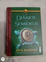 Livro Os Heróis do Olimpo,Os diários do Semideus de Rick Riordan em perfeito estado