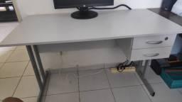 Mesa (birô) para escritório/computador, com gavetas