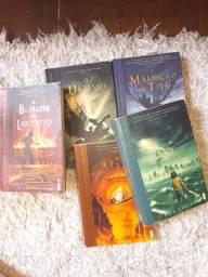 Título do anúncio: Livro Percy Jackson