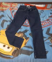 Calça jeans infantil número 8.
