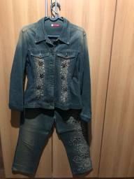 Conjunto de calça e jaqueta jeans bordado