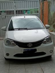 Vendo Toyota etios sedan