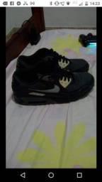 Dois tênis Nike original por 200 reais
