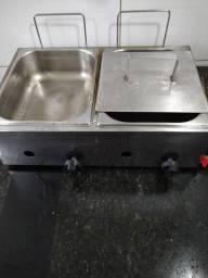 Fritadeira a gás usada para retira no local sem mais.