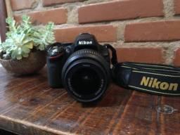 Título do anúncio: Nikon Kit D5600 18-55mm Vr Dslr Cor Preto Usada + Case para Transporte