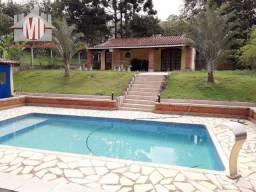 Linda chácara com 1150 metros, 02 dormitórios, pomar, piscina e ótima área gourmet