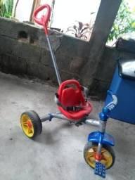 Triciclo bandeirantes p/ 4 a 6 anos R$80,00