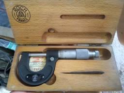 Micrómetro e relógio comparador