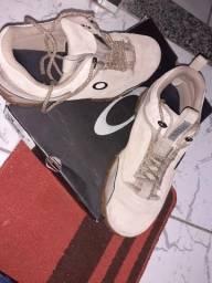 Vendo tênis da Oakley original usando poucas vezes sou de Niterói / Valor 300