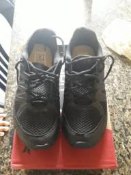 Vendo esse sapato preto novo
