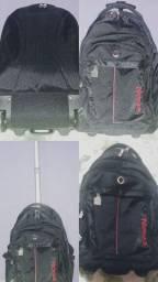 Vende-se mochila com rodinha semi nova 150,00