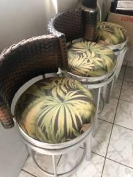 Cadeiras semi-novas em alumínio para bancada - 03 unidades