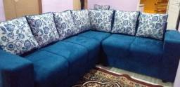 Sofá em L com almofadas