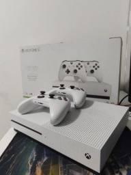 Título do anúncio: Xbox one s 1tb- 2 controles (valor negociável)