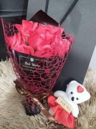 Buquê De Sabonete Artificial Com Flores Rosas De Urso / Presente De Namoro