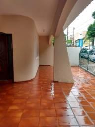 Casa com 3 quartos na Rua DR.José Foz próximo Colégio Sarrion