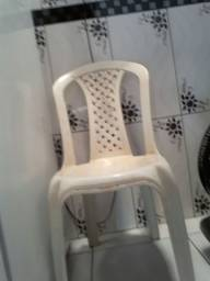 Estou afim de comprar cadeiras de plástico sem braços