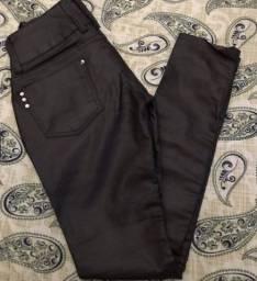 Calça Marca Caccau imitação de Couro(algodão -cotton/poliéster e elastano) Tamanho 38