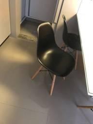 Cadeiras e revisteiro
