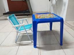 Vende-se mesinha e cadeira infantil