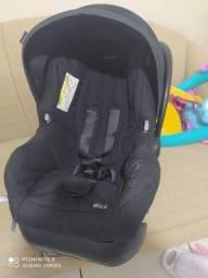 Vende-se uma cadeirinha de carro para bebê
