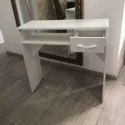 Mesas de manicure ou escrivaninha