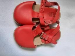 Desapego de sapatinhos pra bebê de 2 aninhos lindos