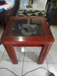 Mesa de centro com tampa de vidro