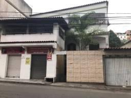 Casa com três andares Individuais e ponto de comércio