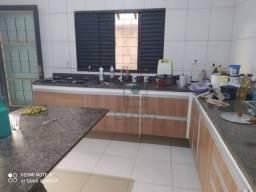 Título do anúncio: Sobrado com 3 quartos à venda, 212 m² por R$ 350.000 - Jardim Universitário - Cuiabá/MT