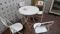Jogo Mesa e 4 cadeiras  metal .  ( MODELO DE BAR )