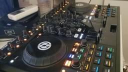 Controladora Traktor S4 DJ Serato Pionner DJ table