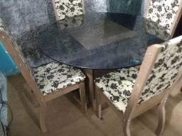 Mesa vidro fumê + 4 lindas cadeiras impecáveis