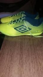 Vende de se sapato de futsal umbro pouco usado