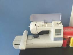 Máquina de bordar PE 770