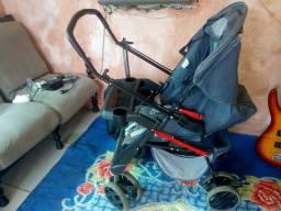 Vendo um carrinho de bebê ta bem conservado