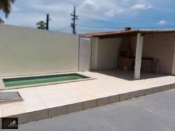 Casa com 2 quartos sendo 1 suíte com piscina e área gourmet, por 230 mil