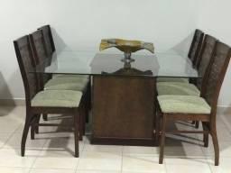 Mesa para sala de estar. 1,4 x 1,4 com seis cadeiras. Excelente qualidade.
