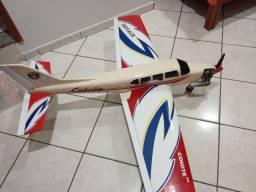 Aeromodelo Coiote 46 glow avião asa baixa controle