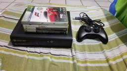 X-box 360 (travado) com 4 jogos.