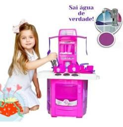 Cozinhas Infantil Rosa e Vermelha. Sai água da torneira.