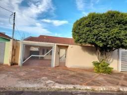 Título do anúncio: Excelente localização Casa térrea Proxima ao shopping Campo Grande