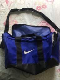 Vendo bolsa Nike violeta
