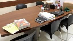 Mesa de reuniões para oito lugares