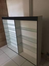 Móvel de parede com prateleira de vidro