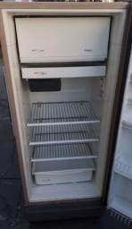 Título do anúncio: Vendo geladeira, funciona muito bem!